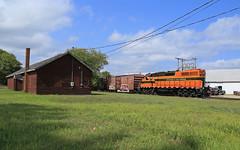 Rolling into wells (GLC 392) Tags: diamond els escanaba lake superior railroad railway train emd gp382 400 mi michigan gate short line shortline wells