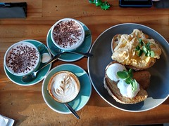 Scrambled eggs, poached eggs, hot chocolate, caffe latte - Mr Brightside, Caulfield (avlxyz) Tags: breakfast coffee caffelatte caffe cafe eggs toast