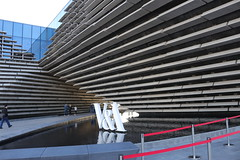 Entrance to the Dundee V&A (Dave Paterson) Tags: dundee liner ships boats vessels art gallery museum va tay river rope people architecture