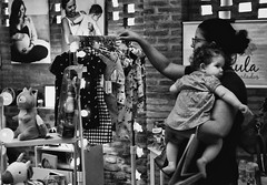 DSC08954 (O KDUKO) Tags: sonyilce3000 crianças kids araraquara blackandwhite blackandwhitephotography pictureoftheday blackandwhitephoto photography bnwcaptures monochrome monochromatic bw bwstyles artgallery visualart bwphotooftheday photoshoot bwstyleoftheday aesthetics streetphotography arts