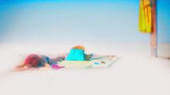 Bain de soleil !!! (Des.Nam) Tags: couleur texture 169 pano panorama woman plage océan bleu blue jaune yellow street streetphotographie fuji desnam xpro2 xprostreet fujinon fujixpro2 35mmf14 color textured ciel analogefex sable sand minimaliste