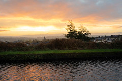 SJ1_2401 - Burnley Canal... (SWJuk) Tags: burnley england unitedkingdom swjuk uk gb britain lancashire home canal leedsliverpoolcanal straightmile sunrise dawn daybreak colourful orange yellow clouds water ripples reflections 2018 oct2018 autumn autumnal autumncolours towpath nikon d7200 nikond7200 nikkor1755mmf28 rawnef lightroomclassiccc