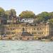Le fort de Maheshwar sur le fleuve Narmada (Inde)