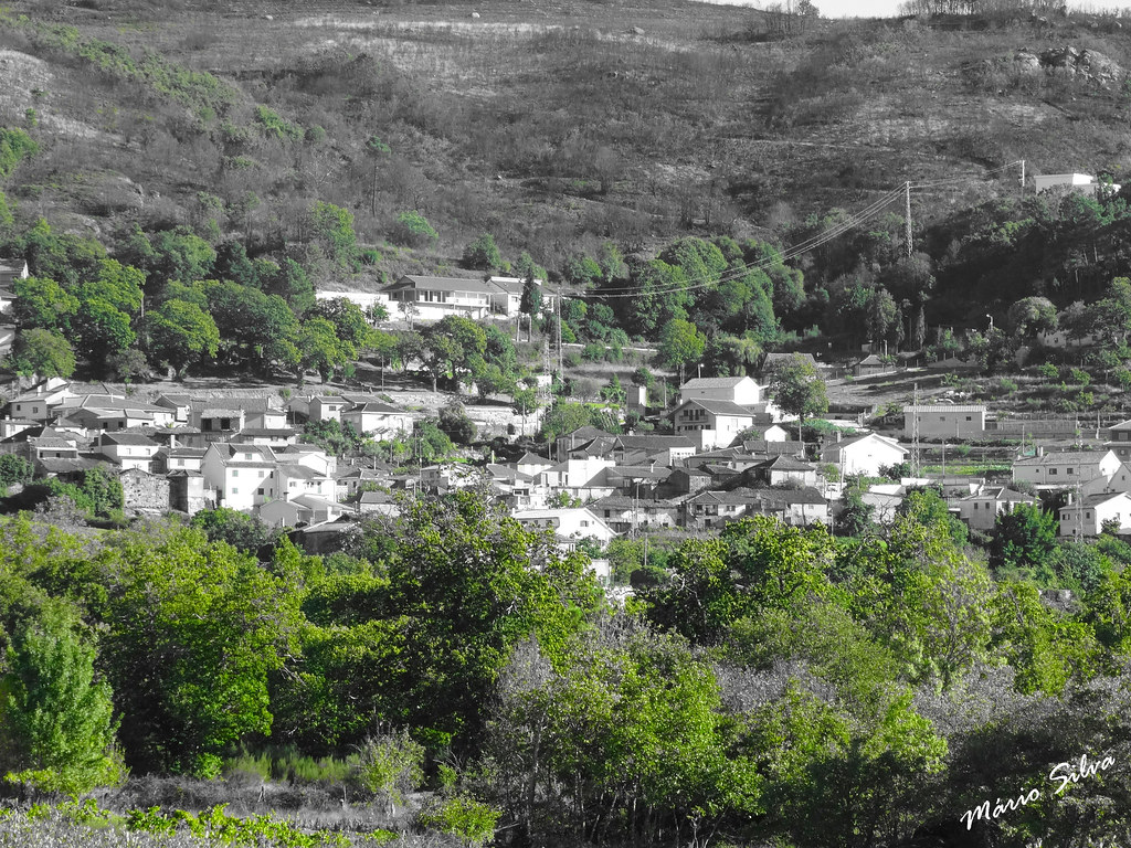 Águas Frias (Chaves) - ...vista da aldeia em tons de cinzento ... anunciando o tempo que por aí virá ...