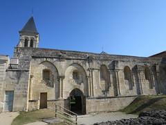 Abbaye royale Saint-Vincent (XIe-XIXe), Nieul-sur-l'Autise (85) (Yvette G.) Tags: nieulsurlautise vendée 85 paysdelaloire architecture artroman église abbaye