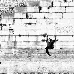 Unstressed (stephane_p) Tags: paris pentax blackandwhite blackwhite bw darktable monochrome nb noirblanc noiretblanc street streetphotography urban urbanlife square carré monotone skancheli