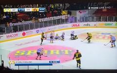 Håll i det här nu… (Patrick Strandberg) Tags: shl sweden östergötland vikingstad brynäs brynässkellefteå hockey sony iphone iphonex