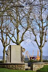 Statue à la mémoire de Jean CRAS à Brest (France, Bretagne, Finistère) (pascalkerdraon) Tags: france bretagne brittany britany finistere penn pen ar bed brest