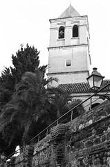 33 La iglesia de Santa María la Mayor de Vélez-Málaga (I ♥ Minox) Tags: film 2018 tmax tmax400 kodaktmax400 kodak nikon nikonf nikonf743 nikkor preai nikkorpreai nonai nikkornonai sekonic sekonictwinmatel208 twinmate sekonictwinmate vélezmálaga málaga axarquía andalucía spain españa