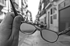 Punto ciego (miopía) (Ignacio M. Jiménez) Tags: afugafas afuubeda afu ignaciomjiménez miopia myopia gafas glasses street calle ubeda jaen andalucia andalusia españa spain blancoynegro blackandwhite byn bw