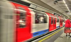 * London Underground * (in Explore) * (argia world 1) Tags: londra london metropolitana underground treno train persone people sfocato londonunderground