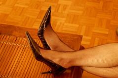 rest (Leguman vs the Blender) Tags: heels legsheels ladym nikond90