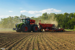 Winter Wheat Seeding | CLAAS // VÄDERSTAD (martin_king.photo) Tags: autumnwork autumnwork2018 autumn powerfull martin king photo machines strong agricultural greatday great czechrepublic welovefarming agriculturalmachinery farm workday working modernagriculture landwirtschaft martinkingphoto machine machinery field huge big sky agriculture tschechische republik power dynastyphotography lukaskralphotocz day fans work place blue green compact planting seeding seed tree trees landscape tractor clouds winterwheat wheat new special eqipment seeddrill claasxerion5000 claasxerion5000trac väderstadfh2200 fertiliserhopper fertiliser hopper väderstadrapida800c väderstadrapid efective modern michelin michelintires väderstad