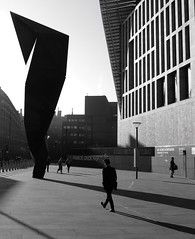 Stature (mesbkr1) Tags: thefranciscrickinstitute people sculpture kingscross photography streetphotography blackandwhitephotography blackandwhite bnwphotography bnw contrast shadows londonstreets london