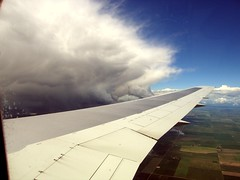 2005-06-23 Alberta near Calgary (januszsl) Tags: niebo sky himmel burza thunderstorm gewitterorage ciel cloudwolke nuage chmura chmury ziemia terra tellus ląd land terre plane aircraft samolot flugzeug avion samolotpasażerski airliner verkehrsflugzeug alberta canada