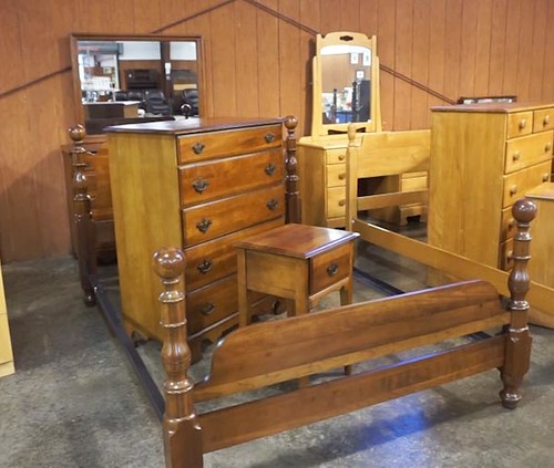 Cherry 4 piece full size bedroom set ($420)