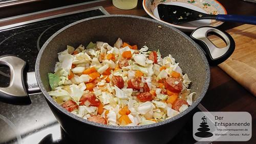 Spitzkohl-Fenchel-Süßkartoffel-Pfanne mit Bratwurst