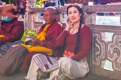 Mobile Portrait, Barkhor Street, Lhasa, Tibet (CamelKW) Tags: tibet2018 mobile portrait barkhorstreet lhasa tibet