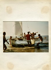 1975 0112 Holland - England (Steenvoorde Leen - 10.6 ml views) Tags: 1975 noordwijk zuidholland hollandengland zeilen zeilboot catamaran zvn holland zeiltocht gb greatbrittain sail sailboat sailingboat sailtrip goedere people aankomst