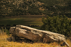 la chaise longue (Steph Blin) Tags: soleil pierre stone nature 34 hérault languedocroussillon occitanie sud été summer hiking rando france paysage landscape sun