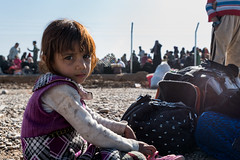 She was so scared, arriving at the gate of this refugee camp. She stayed near the luggage, waiting for her parents to come back... (rvjak) Tags: irak iraq middleeast moyenorient kurdistan mosul mossoul war guerre reporter d750 nikon girl fille peur afraid