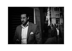 Zürich (SinoLaZZeR) Tags: 瑞士 苏黎世 欧洲 街头摄影 人物 黑白 zurich zürich schweiz switzerland europe europa blackwhite blackandwhite bw monochrom monochrome street streetphotography schwarzweiss streetlife 35mm fujifilm fujinon xpro2 fujinonxf35mmf2 noiretblanc