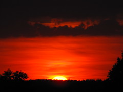 ....almost gone.... (elisabeth.mcghee) Tags: abendhimmel abendrot sonnenuntergang sunset dusk sonne sun sky himmel