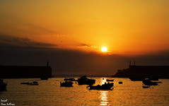 Gold sun.. gold sky... gold clouds (Ismael Owen Sullivan) Tags: sun sea sky sunset shadow sombras sombra barco bote ship landscape horizont horizonte ag nikon nature naturaleza ocean oceano atlantico clouds nubes sol puestadesol