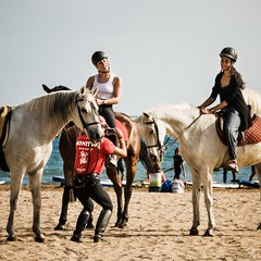 monitor (*BegoñaCL) Tags: man girl woman horse beach sand surf sea mediterraneo candid smile valencia begoñacl