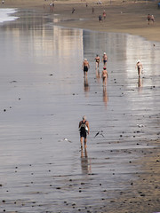 (PepaAston) Tags: lascanteras laspalmas grancanaria reflection beach people water ocean atlantic sea seascape