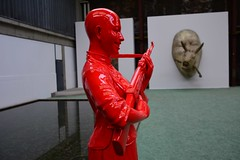Red chinese lady with a Kalaschnikow (Andyfloe) Tags: digikam rendsburg nordart art kunst