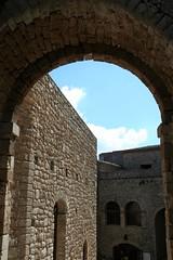 Un arco di cielo - An arc of sky (Giuseppe Miragliotta) Tags: arc arco sky cielo castello castle ancient antico wonder meraviglia caccamo sicilia sicily history storia