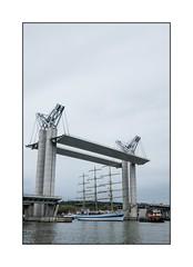 Le Mire à Rouen sous le pont levant Gustave Flaubert (SiouXie's) Tags: color couleur fujixe2 fuji fujifilm siouxies 1855 55200 bateau mire voilier boat seine pont
