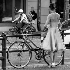 my pretty pretty petticoat (every pixel counts) Tags: 2018 berlin street people woman petticoat vélo urban everypixelcounts blackandwhite prenzlauerberg bicycle style fashion girl bag bolsa eu blackwhite back bw day berlinalive schönhauserallee