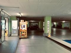 Toystory, ein Parkhaus in Düsseldorf hinterlässt mehr Fragen als Antworten. (falkmo) Tags: city dunkel dark auto cars parkinglot parkhaus schwarz black nacht night answers antworten questions fragen duesseldorf düsseldorf