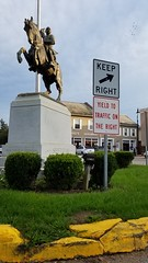 YIELD TO TRAFFIC ON THE RIGHT (dankeck) Tags: statue center square roundabout trafficcircle perrycounty ohio yield philiphsheridan philsheridan sheridan horse sculpture general unitedstatesofamerica usa unitedstates monument carlheber granite intersection southeastern appalachian sign birds hardware