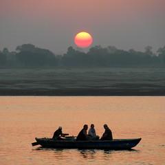varanasi magic (kexi) Tags: varanasi benares india asia river water ganga ganges dawn morning sunrise sun boat people square magic samsung wb690 february 2017 red misty horizon instantfave