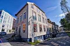 Norwegen - Tromsø, Bravo Frisør (www.nbfotos.de) Tags: norwegen norge norway tromsø tromsö bravo frisør frisör haus house eckhaus