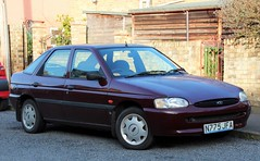 N775 JFA (Nivek.Old.Gold) Tags: 1996 ford escort 14 lx 5door henlys