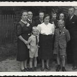 Archiv R280 Familienfoto, 1950er thumbnail
