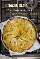 brioche braid with pesto (cindystarblog) Tags: wbd pane bread sweetbread panidolci pesto erbearomatiche semi seeds