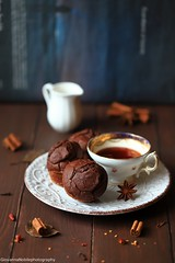 Muffin al cacao con nocciole, miele e cannella 8 (Giovanna-la cuoca eclettica) Tags: muffin cioccolato break tè teacup spezie food