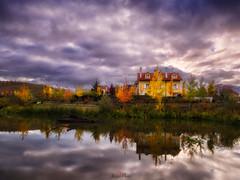 La charca de las ranas. (atvjavi) Tags: atvjavi navarra olympus otoño autum charca reflejo cialo nubes blending