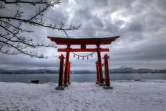 The rock where the great sat (Elios.k) Tags: horizontal outdoors nopeople landscape scenery serene winter lake torii gate red snow tree branch japanese shrine temple gozanoishi shinto water calderalake tazawa tazawako mountains sky cloud cloudy dramaticsky distance cold frozen weather hdr highdynamicrange colour color travel travelling december2017 vacation canon 5dmkii photography semboku laketazawa akitaprefecture tōhokuregion tohoku honsu asia japan happyplanet asiafavorites