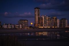 Vlissingen badstrand (Omroep Zeeland) Tags: maan skyline vlissingen zeeland walcheren boulevard strand avond flats