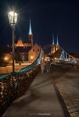 Tumski Brige (Antoni Figueras) Tags: wroclaw poland europe polska bridge tumski antonifigueras bluehour night people streetlights cathedral sonya7rii sony1635f4
