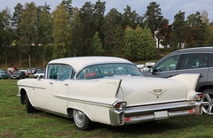 1958 Cadillac Series 62 Sedan (crusaderstgeorge) Tags: crusaderstgeorge cars classiccars chrome americancars americanclassiccars americancarsinsweden 1958cadillacseries62sedan 1958 cadillac series 62 sedan whitecars landcruiser fins högbo sweden sverige