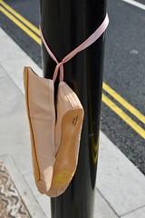 Clerkenwell Rd. 25sep18 (richardbw9) Tags: london uk isllington clerkenwellroad city street urban lost found streetshot streetphoto streetphotography clerkenwell farringdonroad shoes pumps ballet slippers lamppost