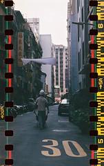 慢步大稻埕 (0kuan_0804) Tags: mamiyac220 c220 agfavista400