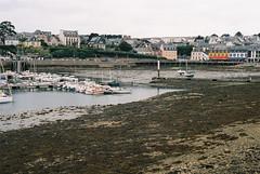 180911_000064 (Jan Jacob Trip) Tags: bretagne analog film france brittany harbour port tide boat